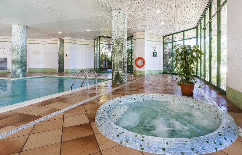 Apartamentos Globales Nova - Pool - 5