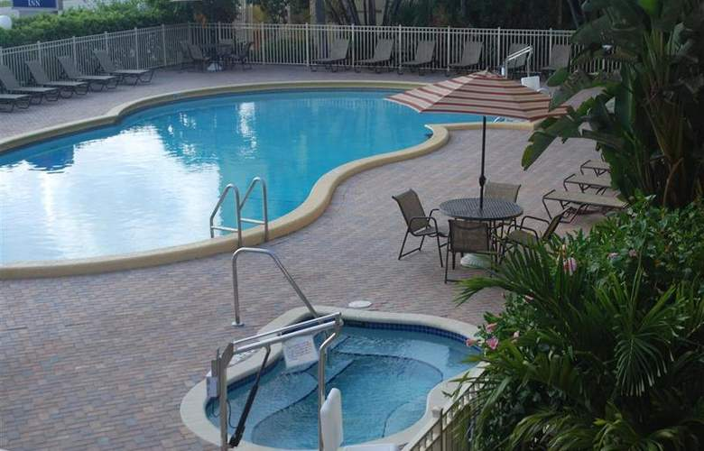 Best Western Plus University Inn - Pool - 87