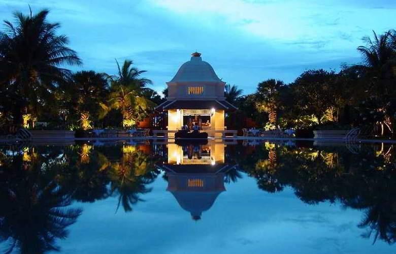Raffles Grand Hotel d'Angkor - Pool - 8