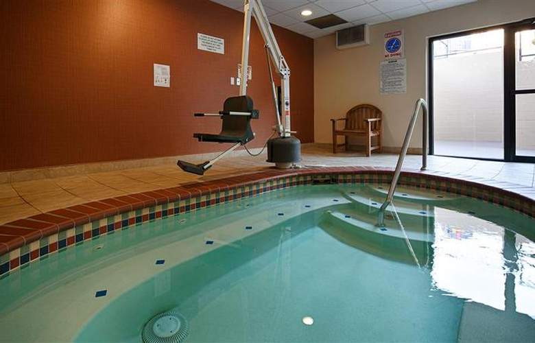 Best Western Loyal Inn - Pool - 32