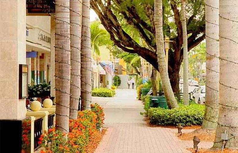 Courtyard Naples - Hotel - 8