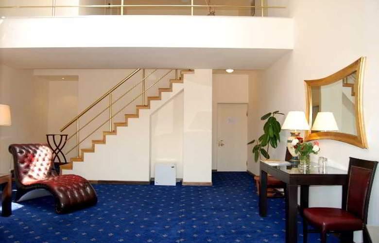 Regineh Hotel - Room - 7
