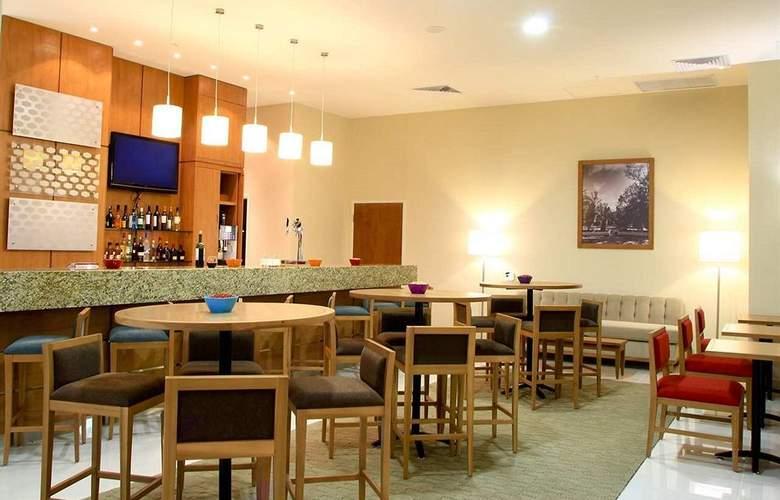 Hampton Inn By Hilton Guadalajara - Expo - Bar - 3