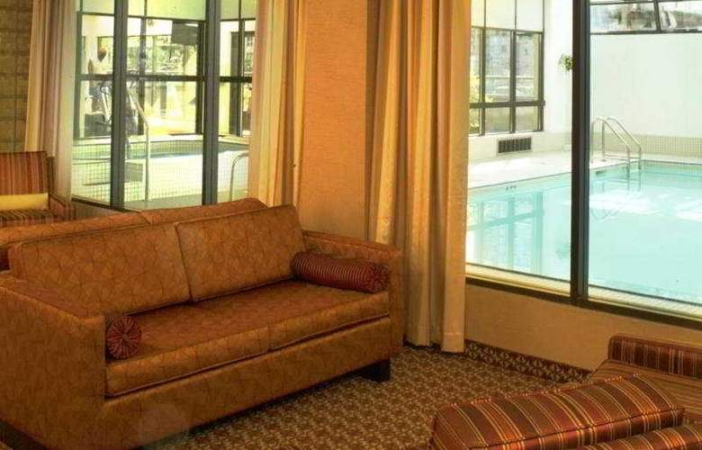 Cascadia Hotel and Suites - Pool - 5