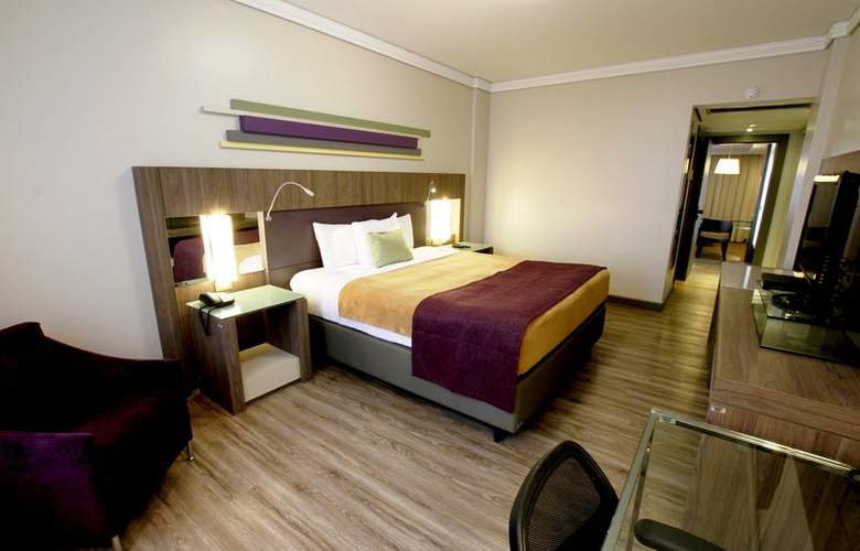 Ramada Plaza Curitiba Rayon - Room - 2