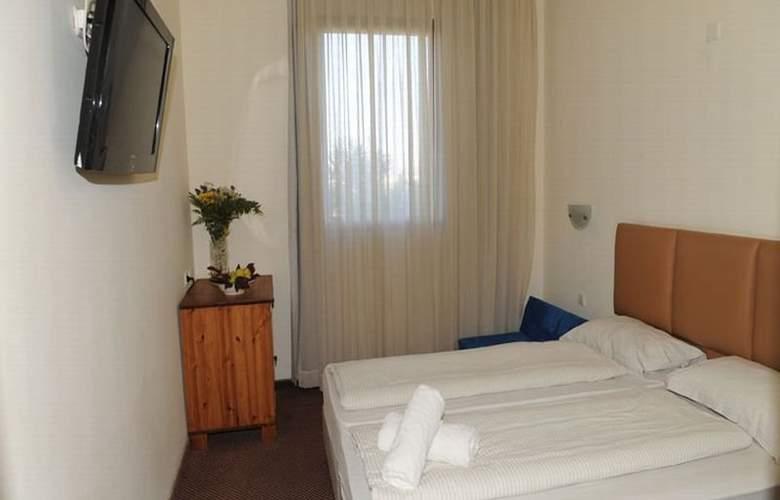 Savyonei Hagalil - Room - 9