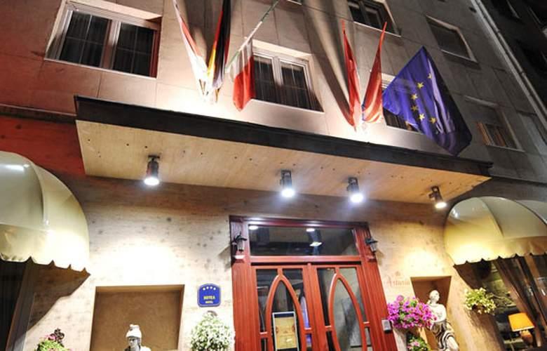 Queens Astoria Design - Hotel - 0