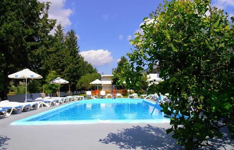 Loutanis - Pool - 4