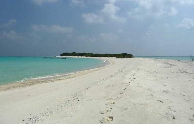 Ukulhas Inn - Beach - 17