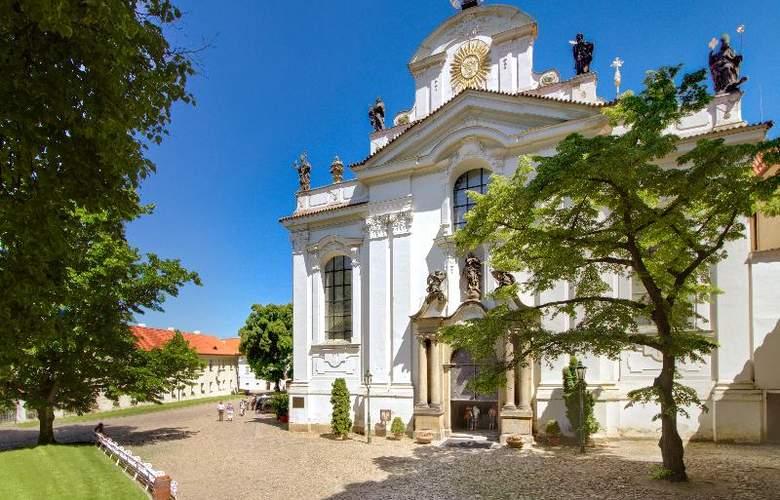 Monastery Garden - Hotel - 8