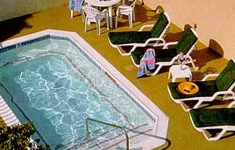 Quality Inn & Suites Hermosa Beach - Pool - 5