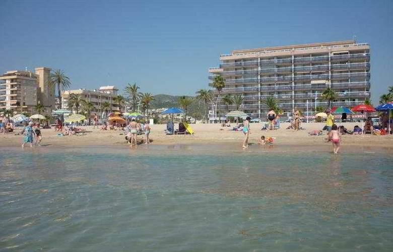 Apartamentos Pompeya - Beach - 3