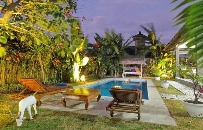 The Catur Villa - Pool - 7