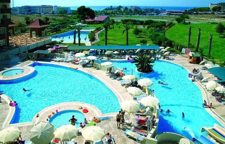 Serenis Hotel - Pool - 3