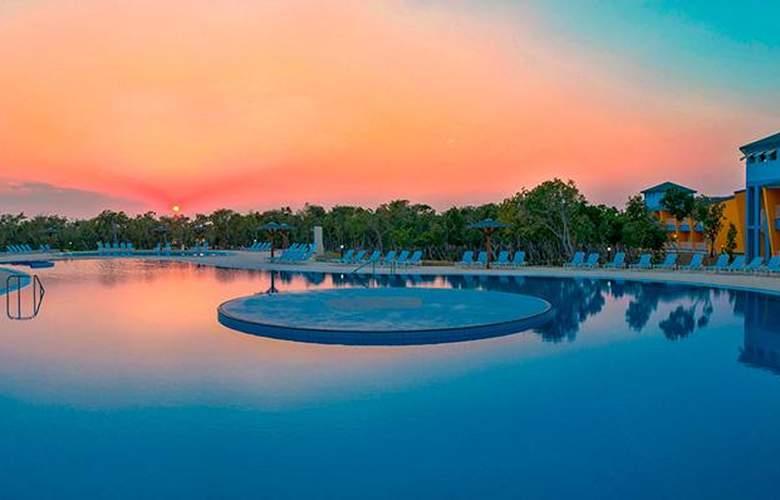 Costa Verde Plus Beach Resort - Pool - 11
