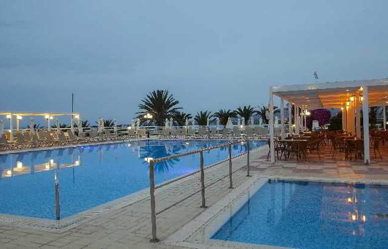 Queen's Bay - Pool - 6