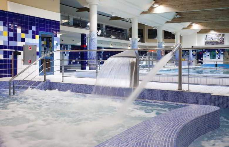 Hotel Platinum - Pool - 11