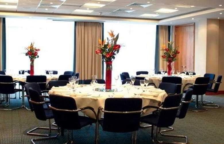 Holiday Inn Milton Keynes - Restaurant - 2