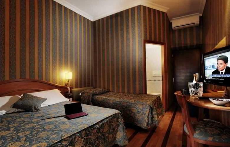 Solis - Room - 13