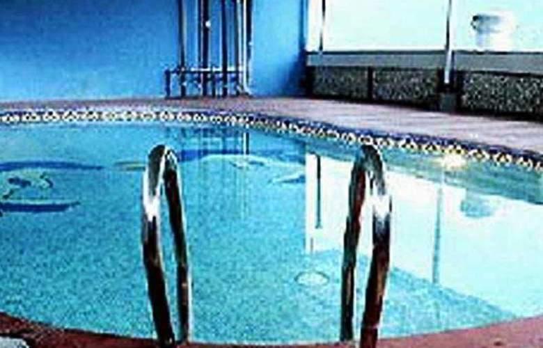 Vasundhara Palace - Pool - 5