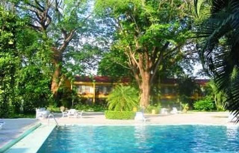 Best Western El Sitio Hotel & Casino - Pool - 7