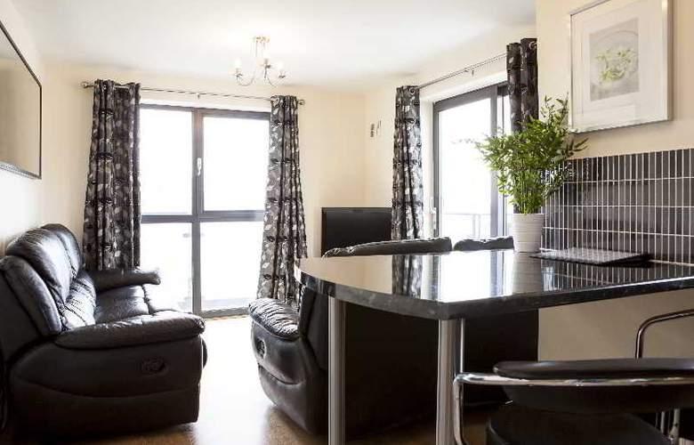 Cheltenham Plaza - Room - 5
