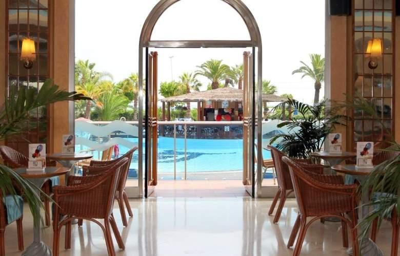 Golden Taurus Park Resort - Bar - 18