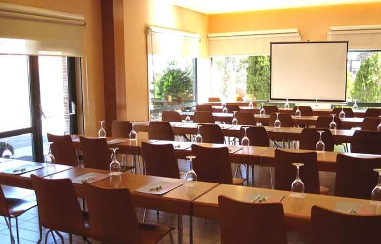 Posadas de España Pinto - Conference - 4