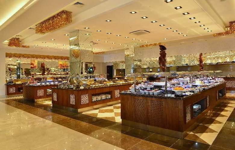 Side Crown Serenity - Restaurant - 6