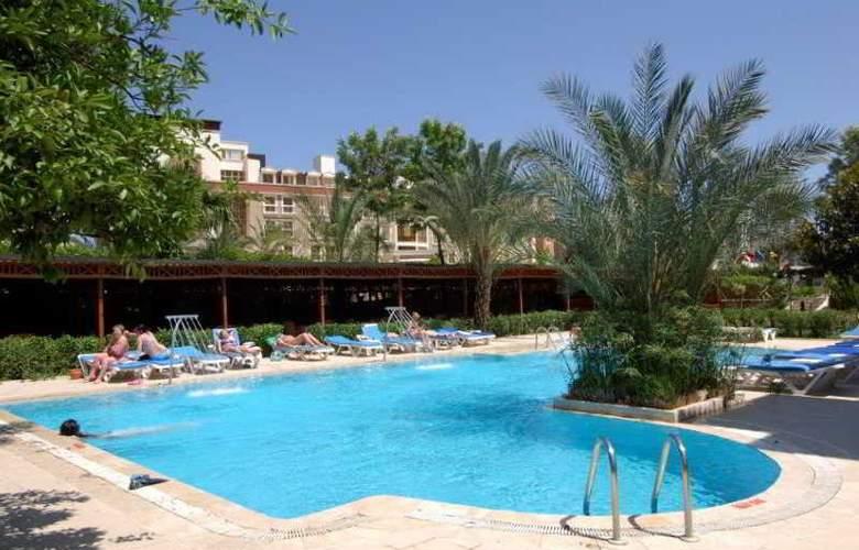 Rose Hotel - Pool - 5