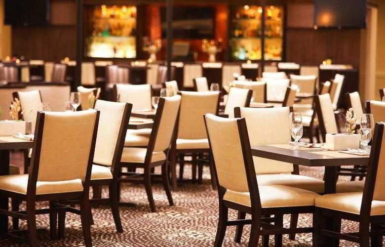 Sheraton Chicago O'Hare Airport Hotel - Bar - 23