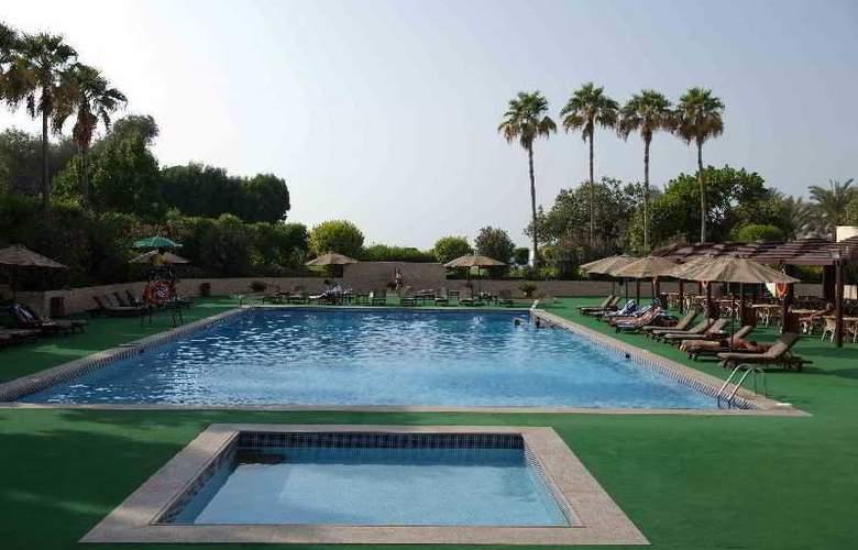 Bin Majid Beach Hotel - Pool - 9