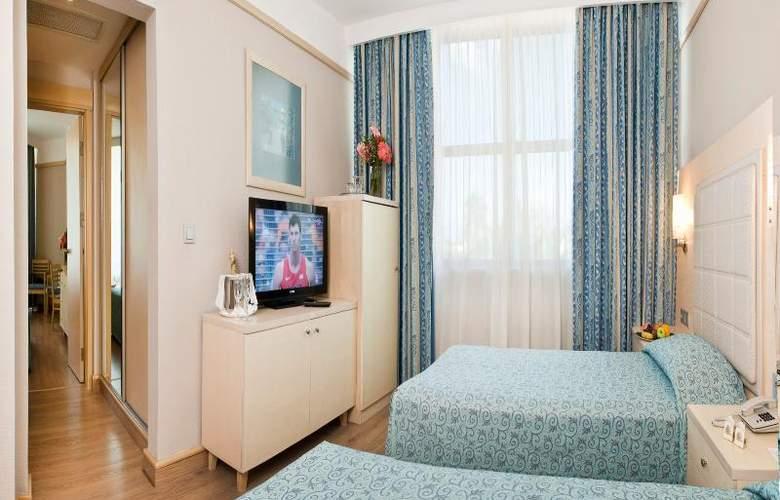 Golden Coast Resort - Room - 12