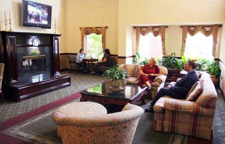 Hampton Inn & Suites Charlottesville-At The University - Hotel - 1