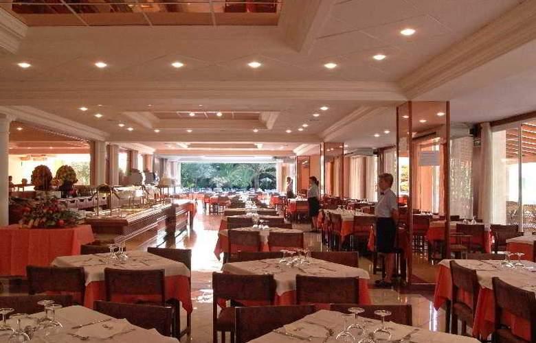 HM Ayron Park - Restaurant - 10