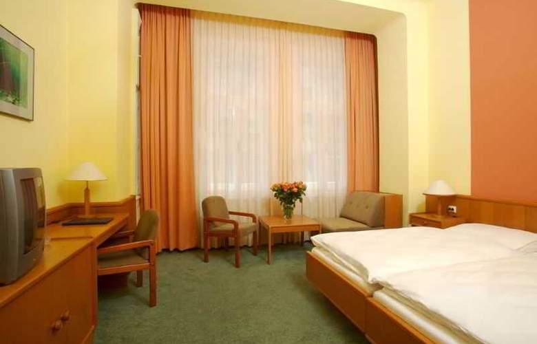 Zipser - Room - 8