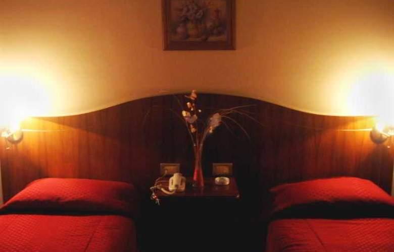 Carollo - Room - 2