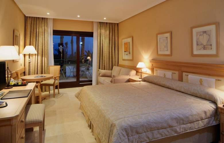 SH Villa Gadea - Room - 17
