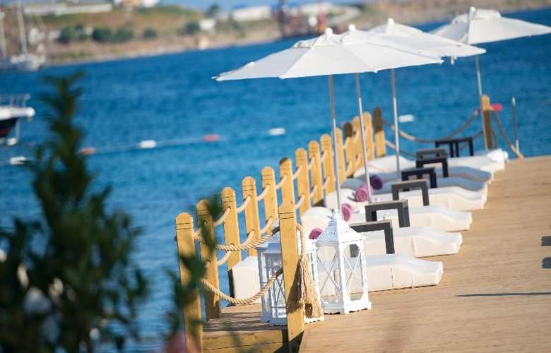 Ramada Resort Bodrum - Beach - 43