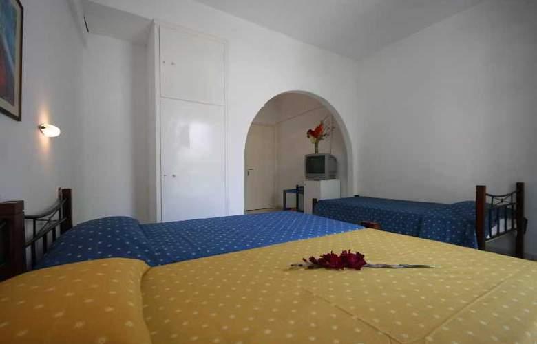 Sergis - Room - 7