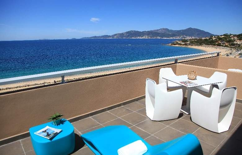 Radisson Blu Resort & Spa Ajaccio Bay - Terrace - 8