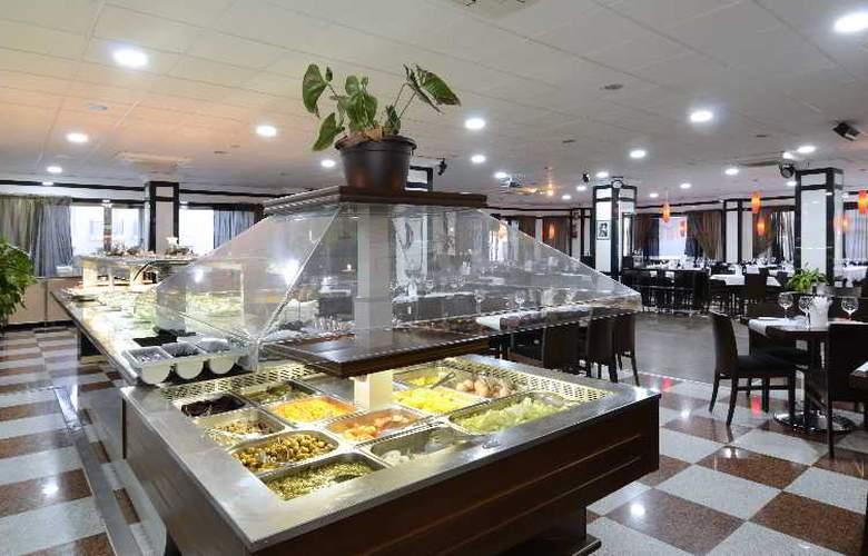 Apartamentos Nuria Sol - Restaurant - 17