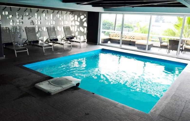 Casa Inn Celaya - Pool - 11