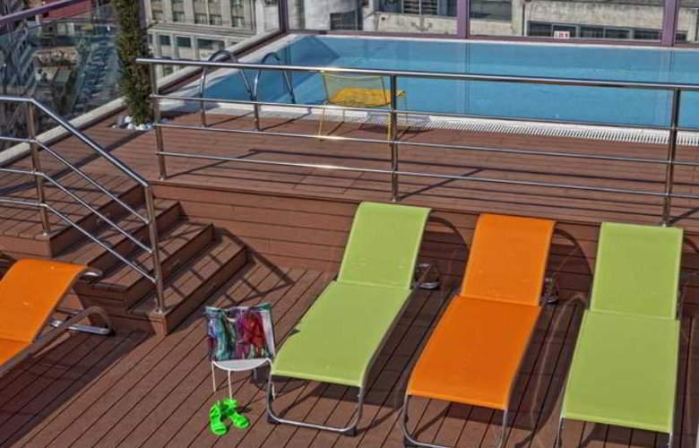 Novus Hotel - Pool - 4
