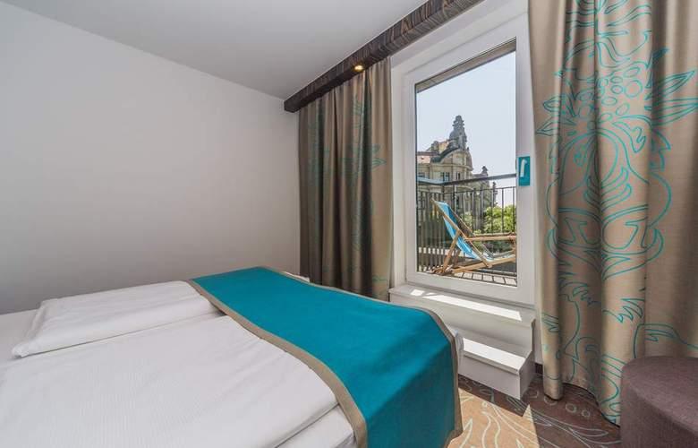 Motel One Dresden Palaisplatz - Room - 1