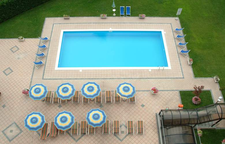 Embassy Park - Pool - 2