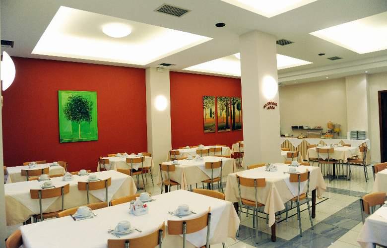 Elena - Restaurant - 4
