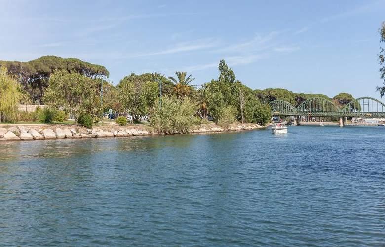 Pierre et Vacances Villages Clubs Cannes Mandelieu - Hotel - 13