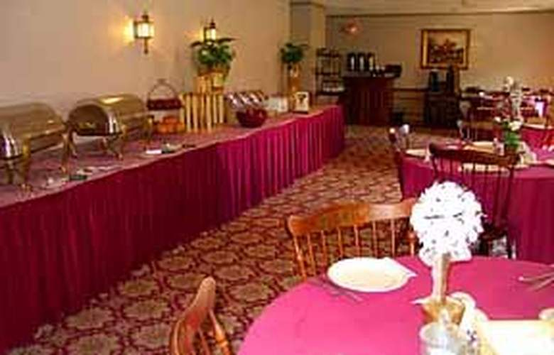 Clarion Carriage House Inn - General - 2