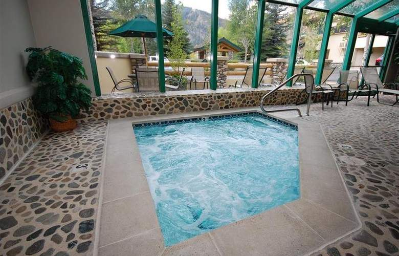 Best Western Plus Kentwood Lodge - Pool - 100